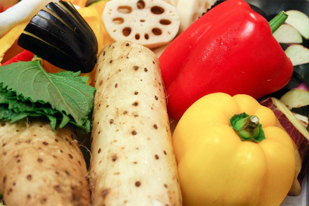 長芋やパプリカなどの野菜